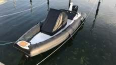 Schlauchboot mit kiel rib