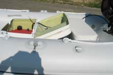 Praktischer staurraun im schlauchboot