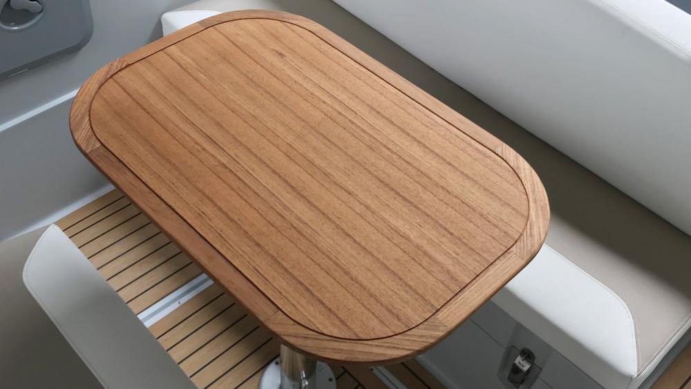 Festrumpfschlauchboot mit sitzecke tisch