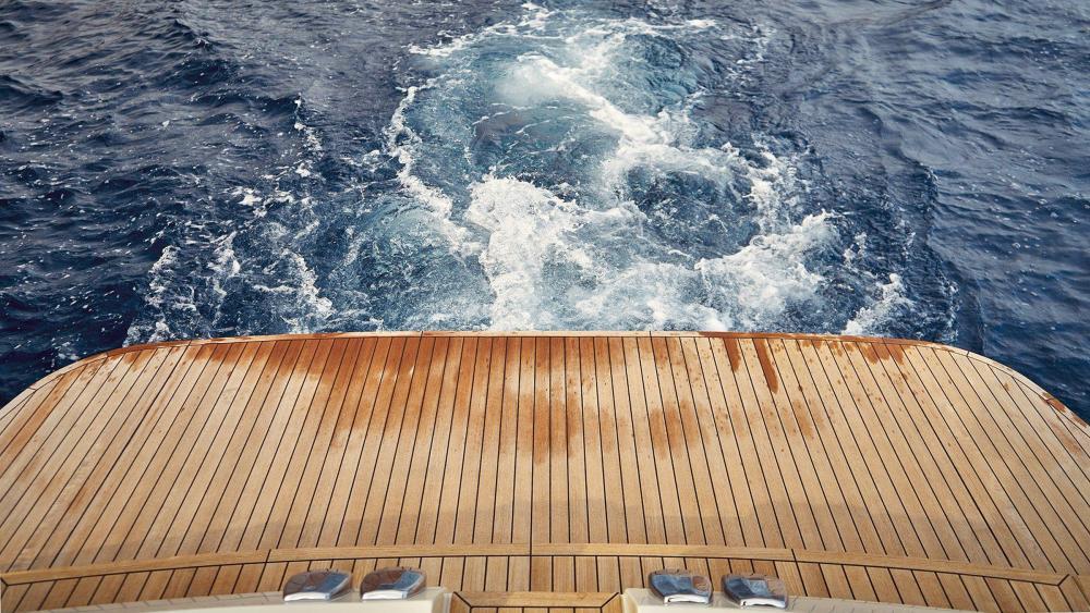 Boot mit teak badeplattform